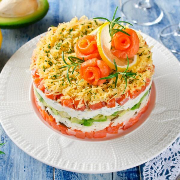 Tartare de Tomates, millefeuille de saumon, crème d'Avocat